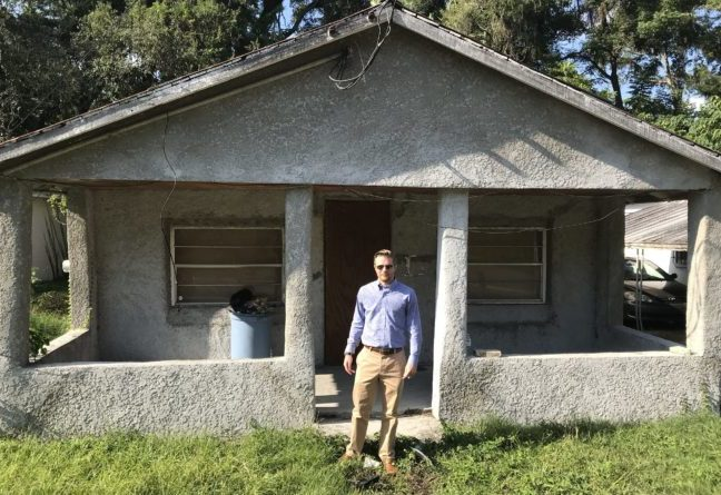 Simple Sale Founder Evan Shelley stands in front of a property he recently purchased in Central Florida.