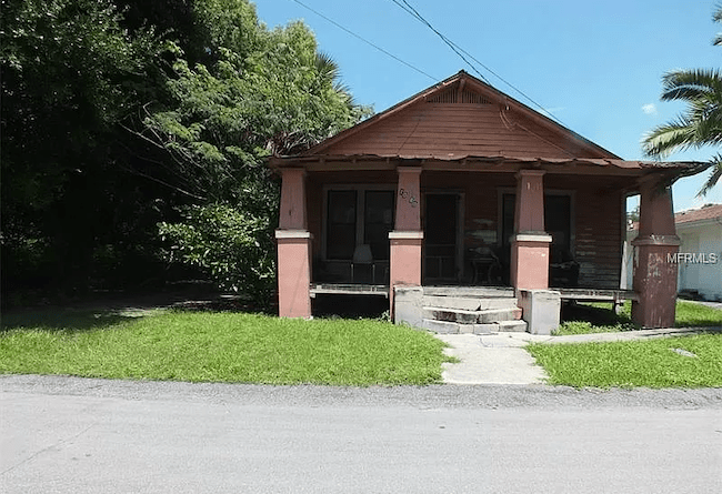 Distressed house in Florida purchased by Simple Sale Central Florida.
